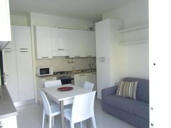Affitti vendite case fronte mare lidi ferraresi porto - Divano in cucina ...